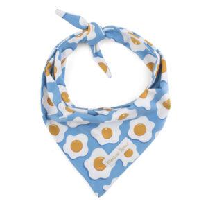 Lichtblauwe bandana met spiegeleitjes. De bandana kan heel eenvoudig op de gewenste lengte geknoopt worden. Verkrijgbaar in 6 maten van XS tot XXL, voor zowel de allerkleinsten als de grootsten. Monsieur Beaux - Online shop - Bandana's, strikjes en accessoires - Gemaakt in België